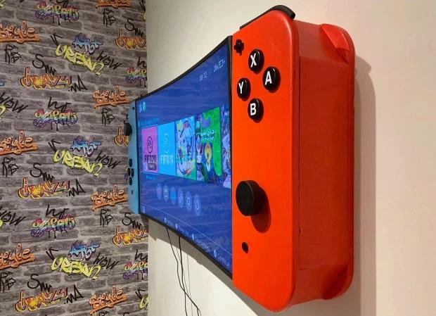 Le hace un mueble a su hijo para que combinado con la TV parezca una Nintendo Switch gitante