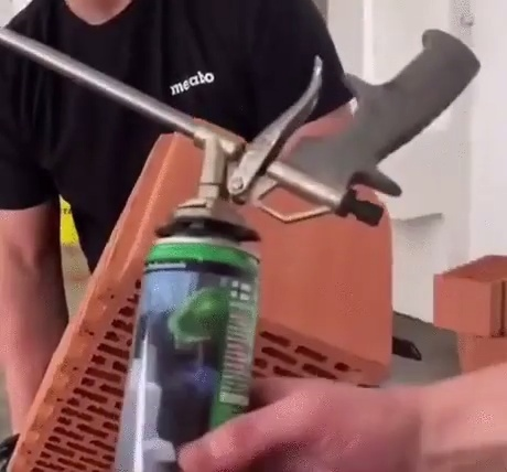 Un adhesivo tan poderoso que hace posibles las físicas del Minecraft