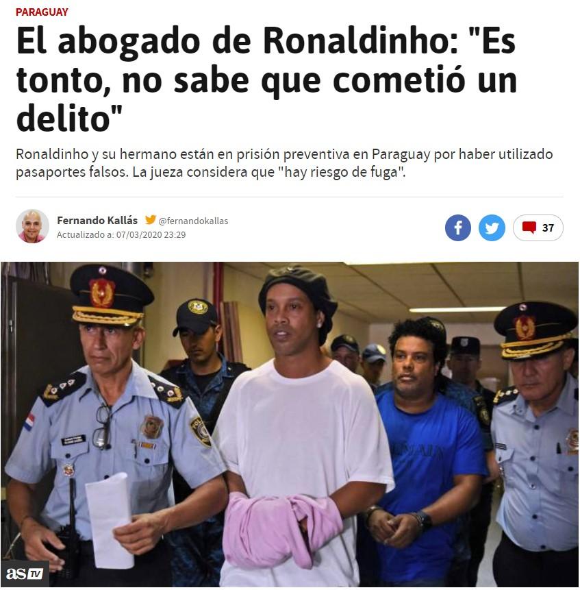 El abogado de Ronaldinho dice que su representado es tonto. Me parece buena estrategia de defensa, a la Infanta le funcionó...