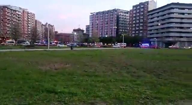 Decenas de vehículos de emergencias en procesión por Gijón