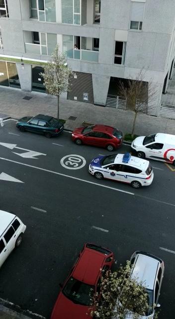 En Vitoria los agentes nos están invitando cordialmente a quedarnos en casa, y dan buenas razones para hacerlo...