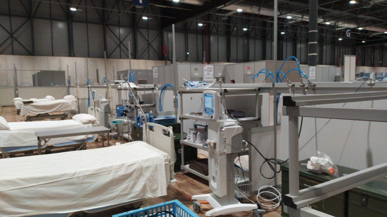 La UME, junto con muchos profesionales voluntarios, bomberos, etc... adaptan IFEMA en tiempo récord para instalar 5500 camas medicalizadas