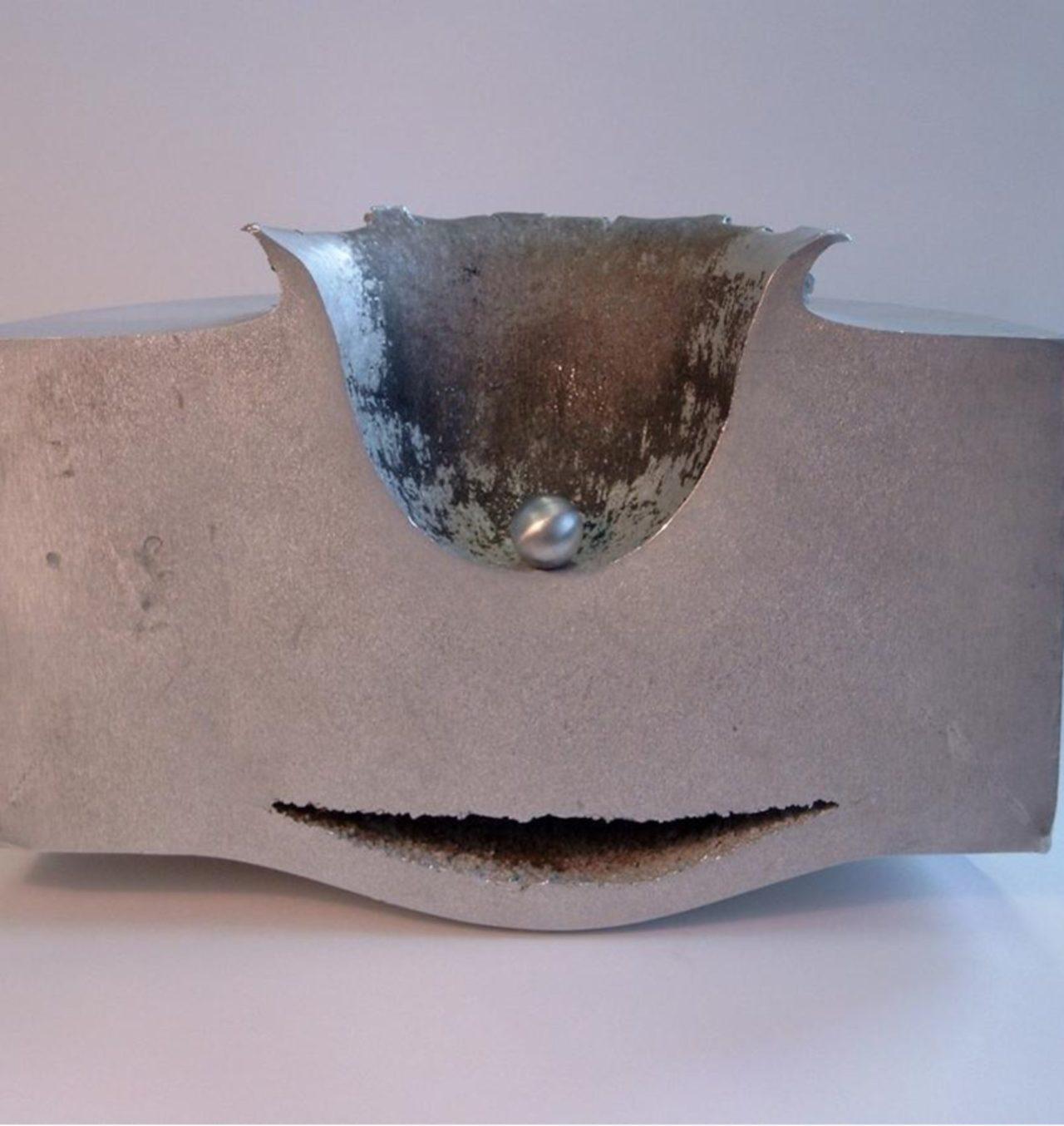 Muestra de impacto de una diminuta esfera de acero desplazándose a hipervelocidad