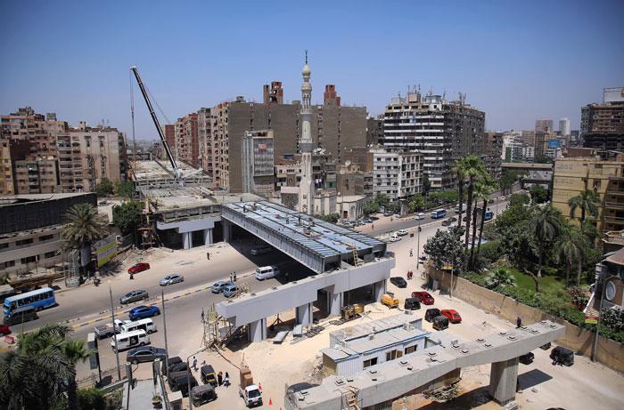 """""""Se vende piso en El Cairo, oportunidad, muy barato, fantásticas vistas"""": El gobierno egipcio construye una autopista gigante pasando por la mitad de una zona residencial"""