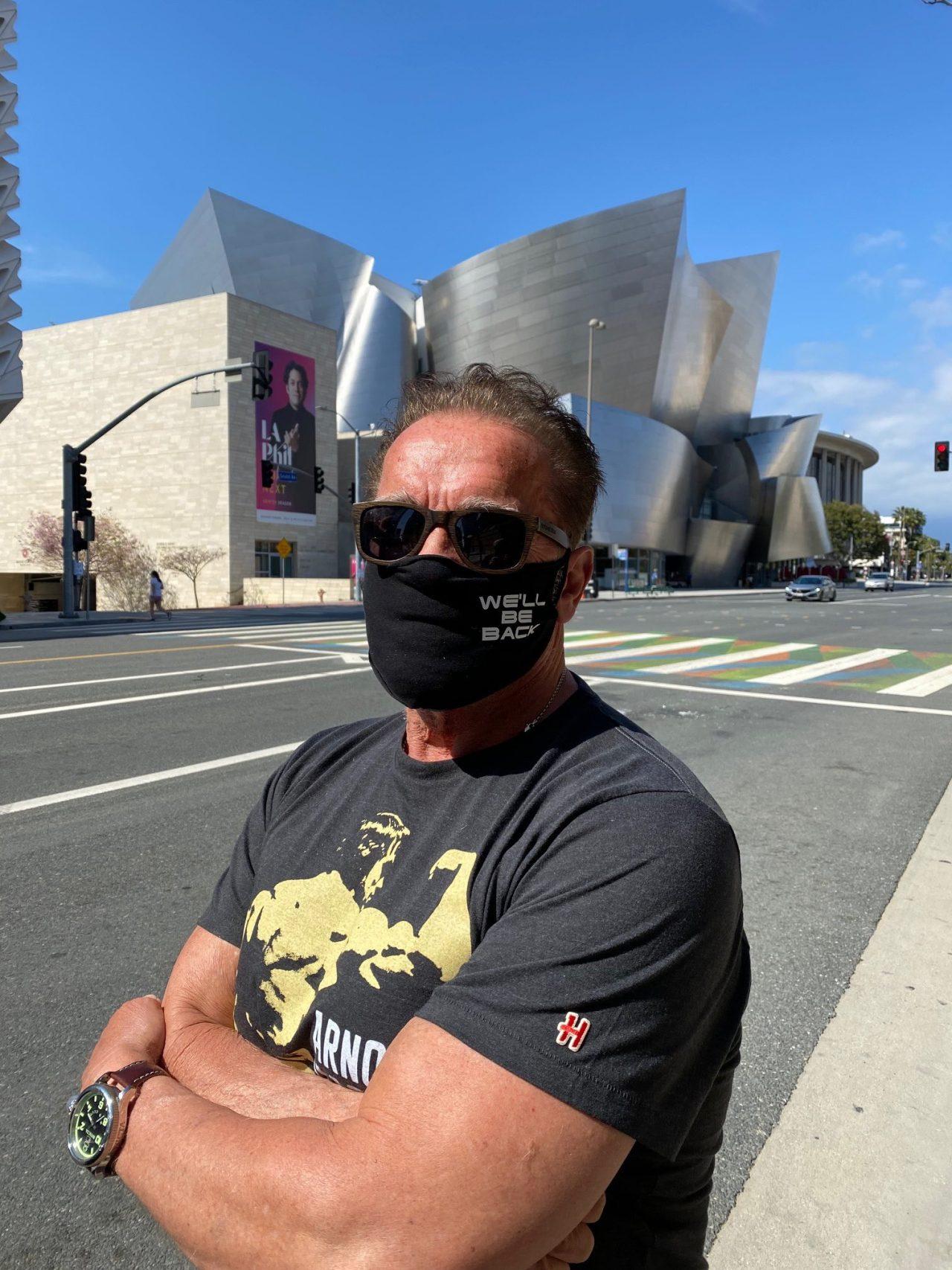— Arnold, ¿hasta dónde debe cubrir la mascarilla?