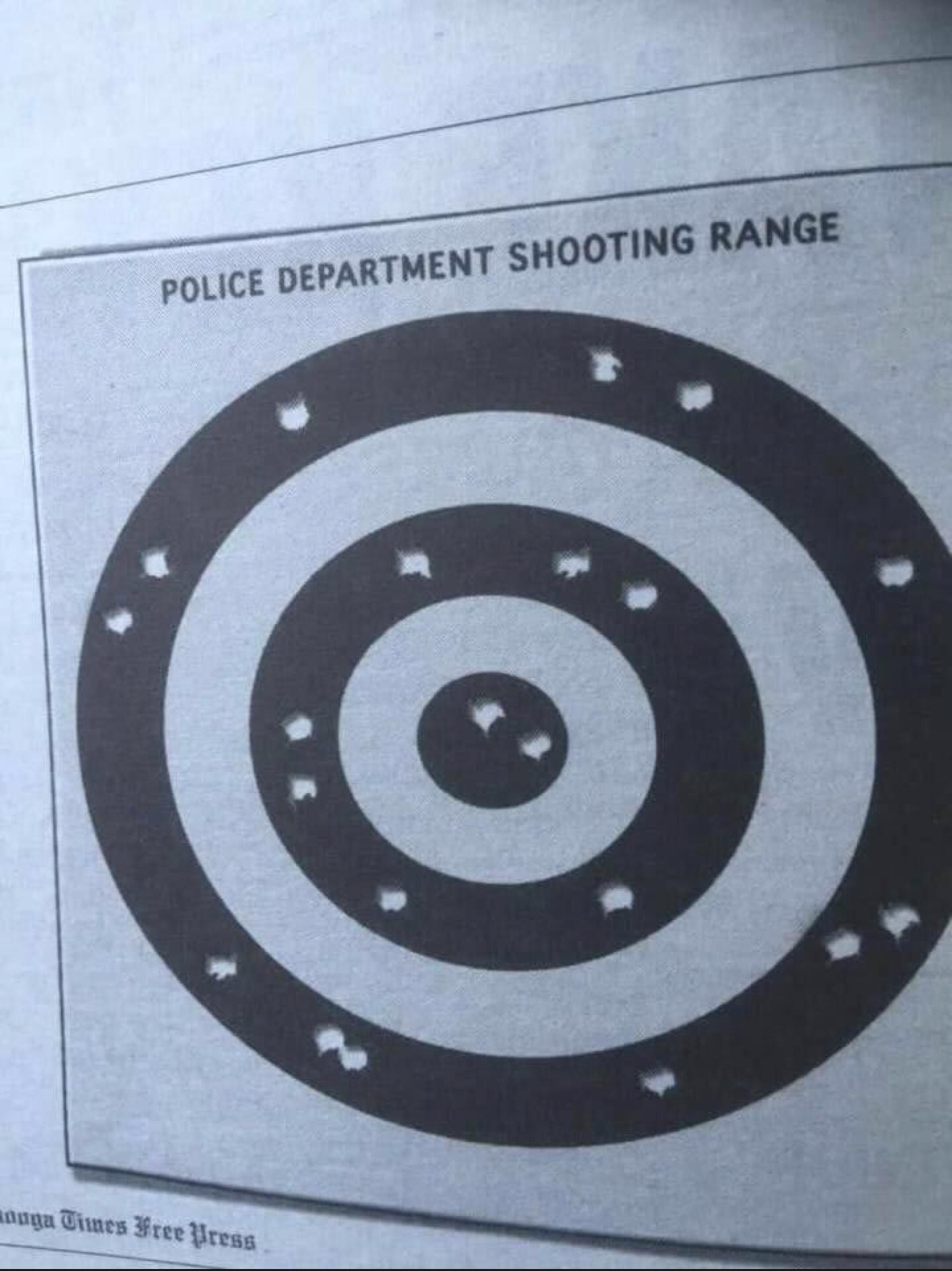 Mientras tanto, en los campos de tiro de la policía americana...