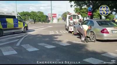Policía Local de Sevilla confisca un turismo que era conducido por un menor (16) junto a su padre (38) mientras otro hijo (8) dormía en el asiento trasero sin retención.