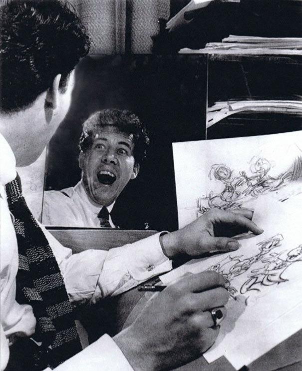 Dibujantes de Disney poniendo caras delante del espejo para darle expresión a sus personajes