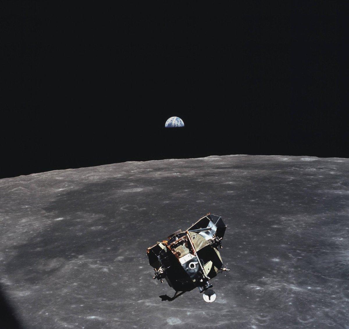 En esta foto tomada por el señor Collins, salen todos los humanos vivos y muertos que existen y existieron, menos él.