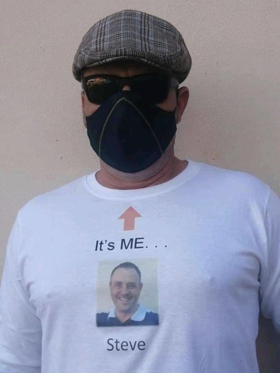 Camiseta con tu cara para que la gente sepa cómo eres sin mascarilla