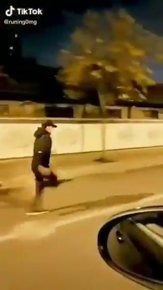 Cuando un amigo y yo probábamos dos caminos diferentes para ver cuál era el más rápido y prometíamos no correr: