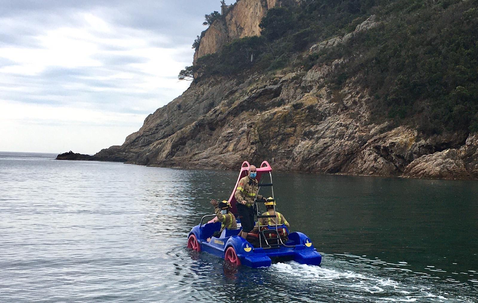 Rescate de los bomberos en Tossa de Mar: si parece estúpido pero funciona...