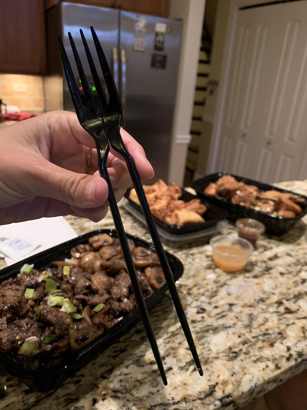 Tenedor + palillos: Cómo comer como si vivieras en 3085