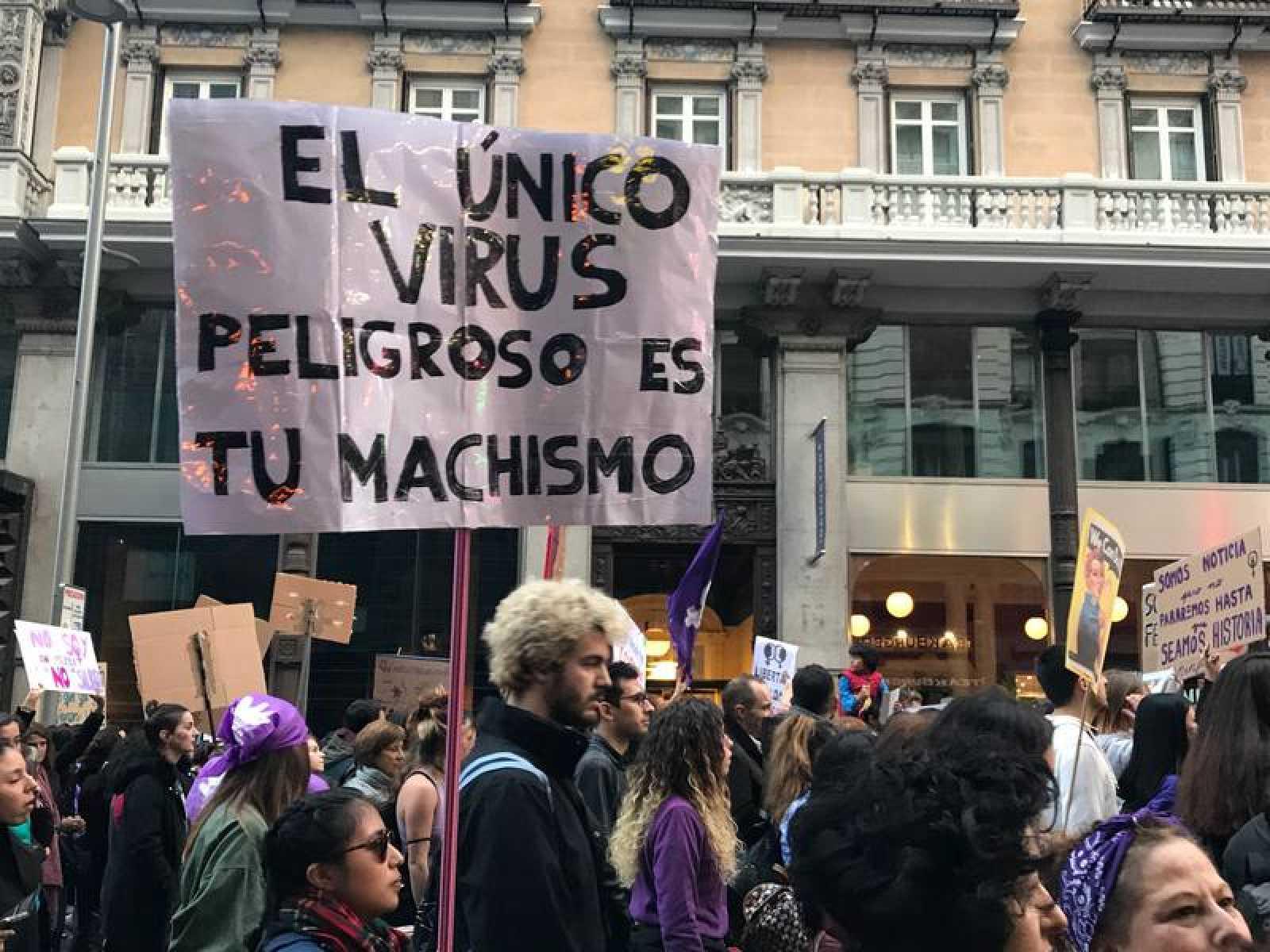 """8 de Marzo de 2020, manifa en plena alerta sanitaria mundial: """"Viva el 8M""""."""