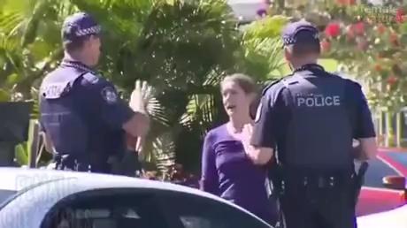 ¿Qué esperaba esa mujer que iba a hacer el policía?