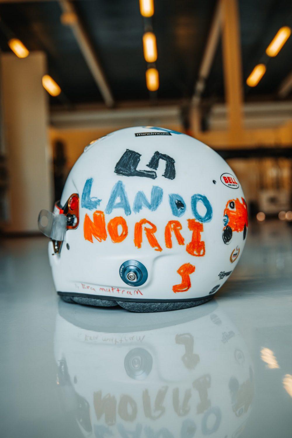 Lando Norris elige el diseño de una niña de 6 años para el casco con el que correrá el GP de Gran Bretaña.
