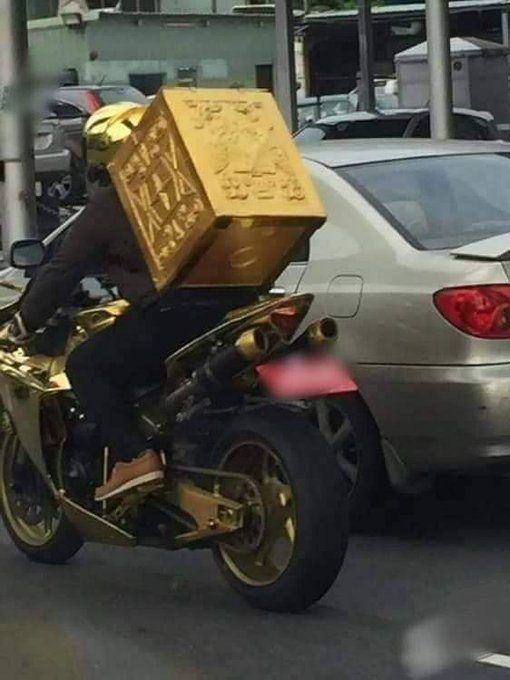Cuando llegas a las 10.000 entregas de Glovo y desbloqueas el skin dorado