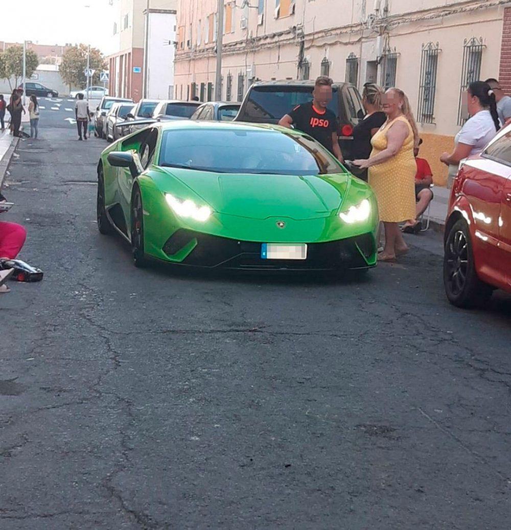 Así ha quedado un Lamborghini Huracán Performante después de empotrarse contra una caseta de Endesa en el Paseo Marítimo de Huelva