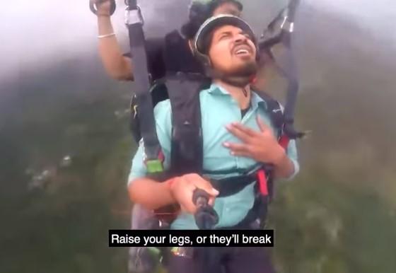 La primera (y última) que este señor indio va a volar en parapente