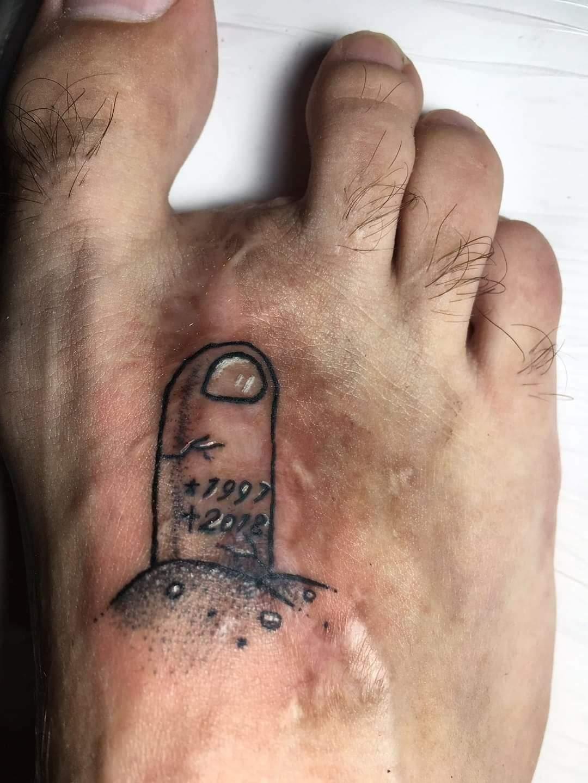 Tatuaje con doble función: las risas, y tapar una cicatriz