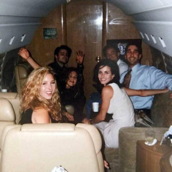 Antes del estreno del primer episodio de Friends, los seis protagonistas fueron llevados a Las Vegas en jet privado. Uno de los productores les dijo que fueran al casino y apostaran porque sería la última vez que podrían estar de manera anónima en un casino.