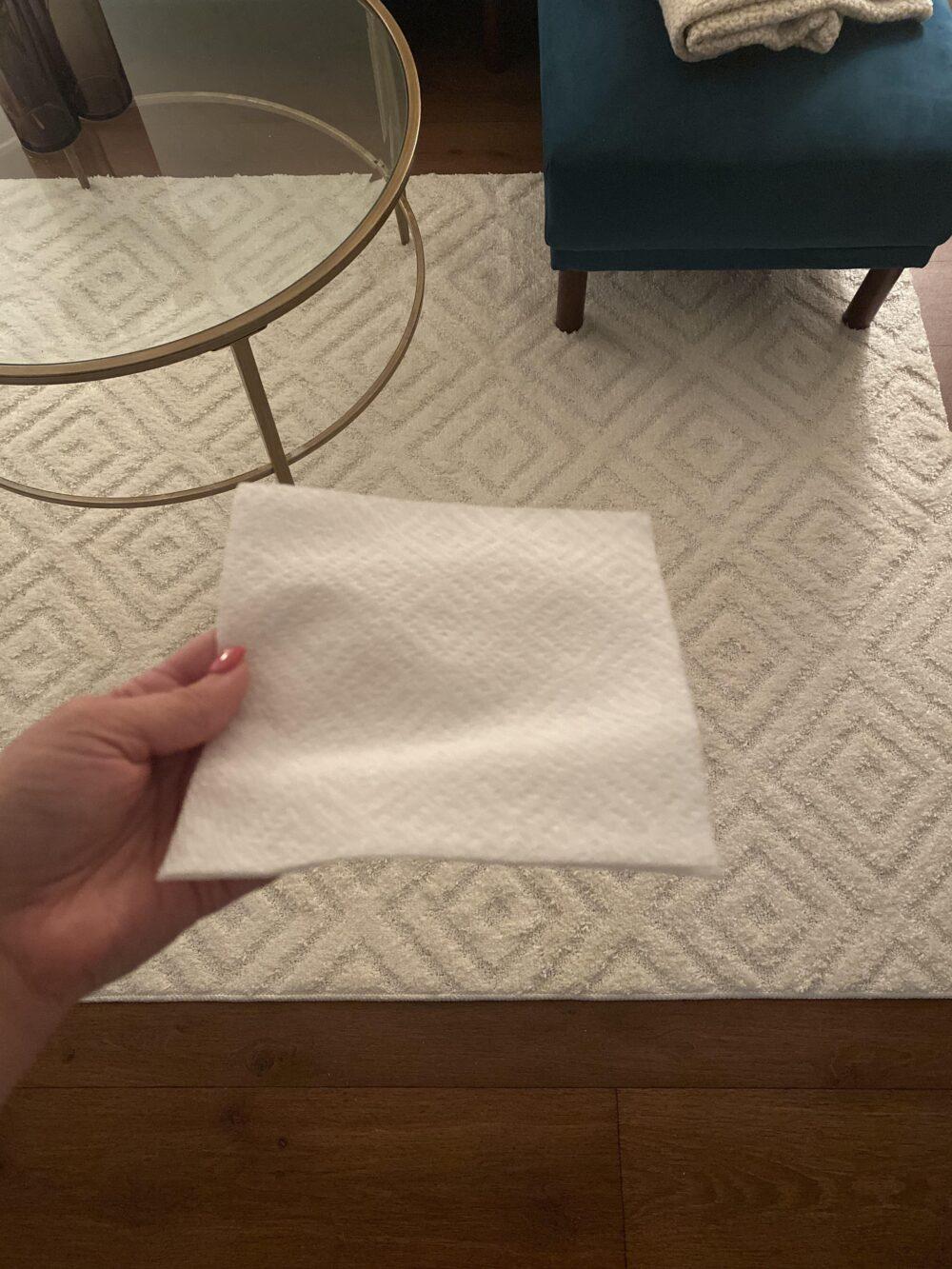 Cuando descubres que tu alfombra es una versión gigante de tu rollo de papel de cocina