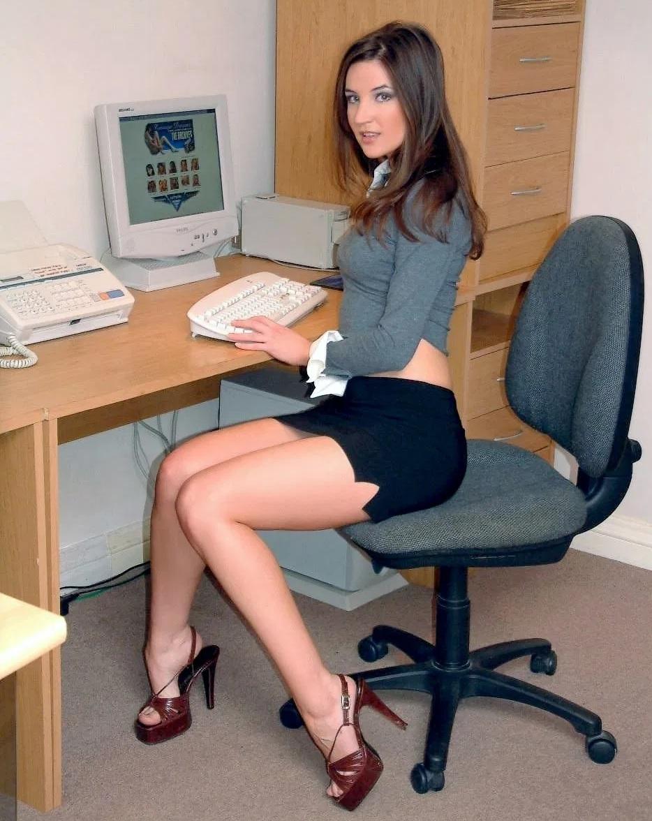 Te gusta una tía de la oficina... ¿Fichas sutiles pero constantes? ¿O all-in y arriesgarte a incomodidad suprema forever si te rechaza?