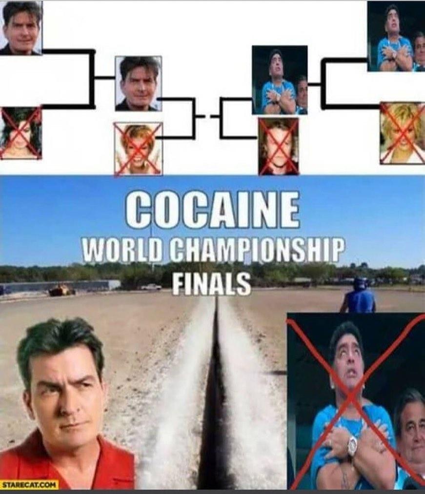 Todo el mundo mirando al cielo por la muerte de Maradona, pero no saben que en realidad ha ido al infierno por este golaso...