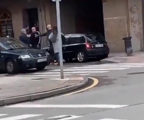 Se calientan por una discusión de tráfico y uno acaba dejando tuerto al otro