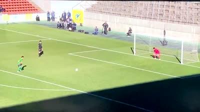 Cuando vas a tirar un penalti en el FIFA y se te buguea el jugador