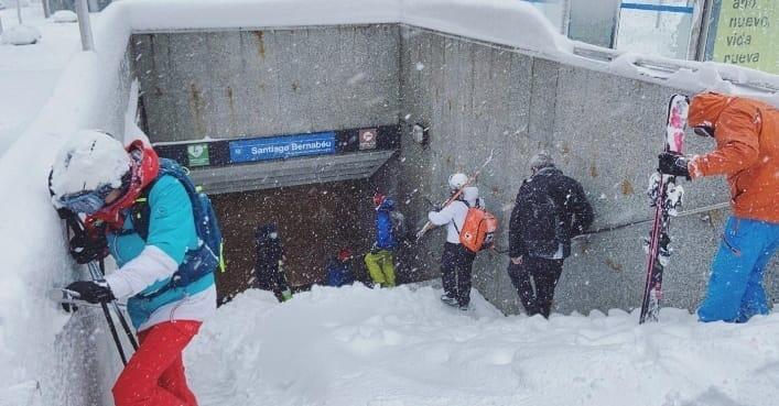 La gente ha convertido la Castellana en una pista de esquí y el metro en remonte.