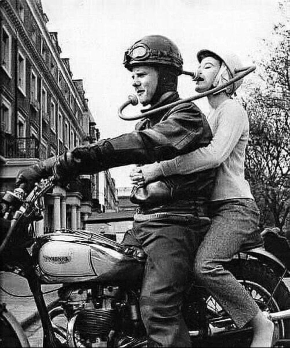 En 1970 se patentó este estrambótico sistema de comunicación entre motociclista y pasajero
