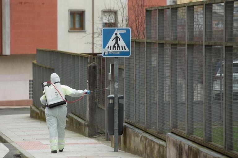 Pero ¿Y lo desinfectadas que han quedado las calles? Se puede comer en ellas oiga