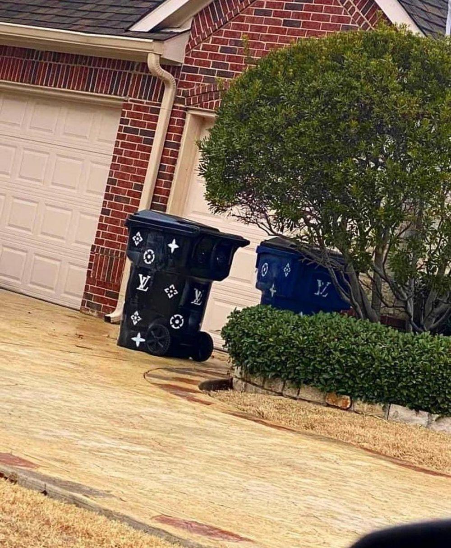 Cuando vives en un barrio tan rico que tienes contenedores para reciclar el cuero