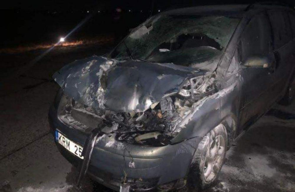 Un conductor bajo los efectos del alcohol se estrella contra un caza de combate