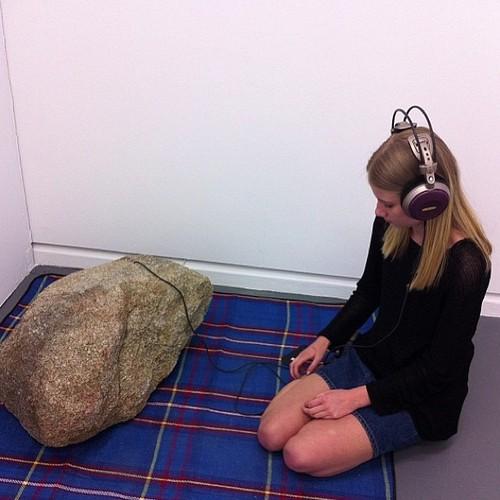 Aquí, escuchando rock...