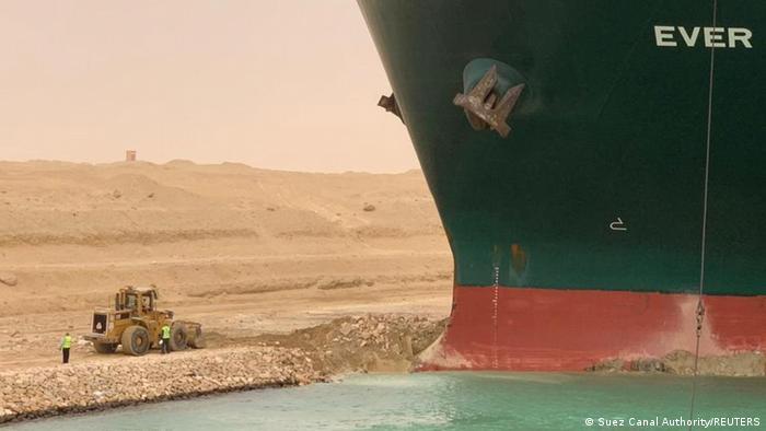 ¿Qué ha pasado exactamente con el barco que se ha quedado atascado en el Canal de Suez?