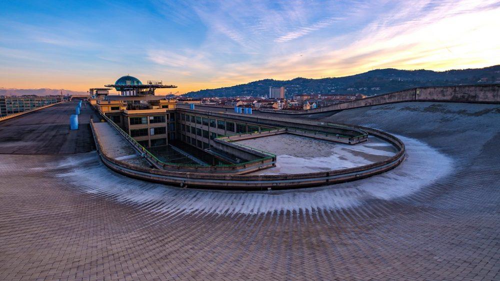 ¿Sabías que en Turín hay un edificio con un circuito de pruebas de 1.2 km de longitud EN LA AZOTEA?