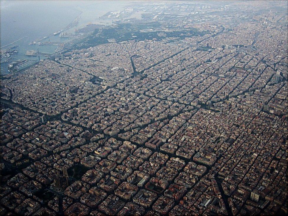 El Plan de Ensanche de Barcelona de Ildefonso Cerdá es de 1859. Faltaban 25 años para que el mundo viera un coche.