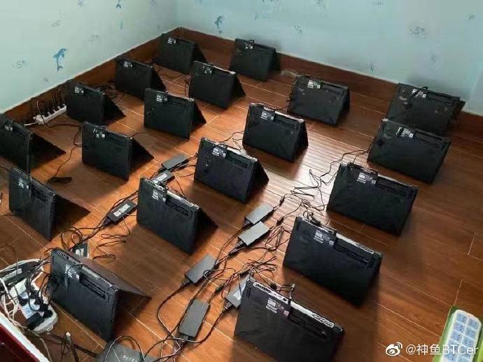 Granja de minado china usando portátiles