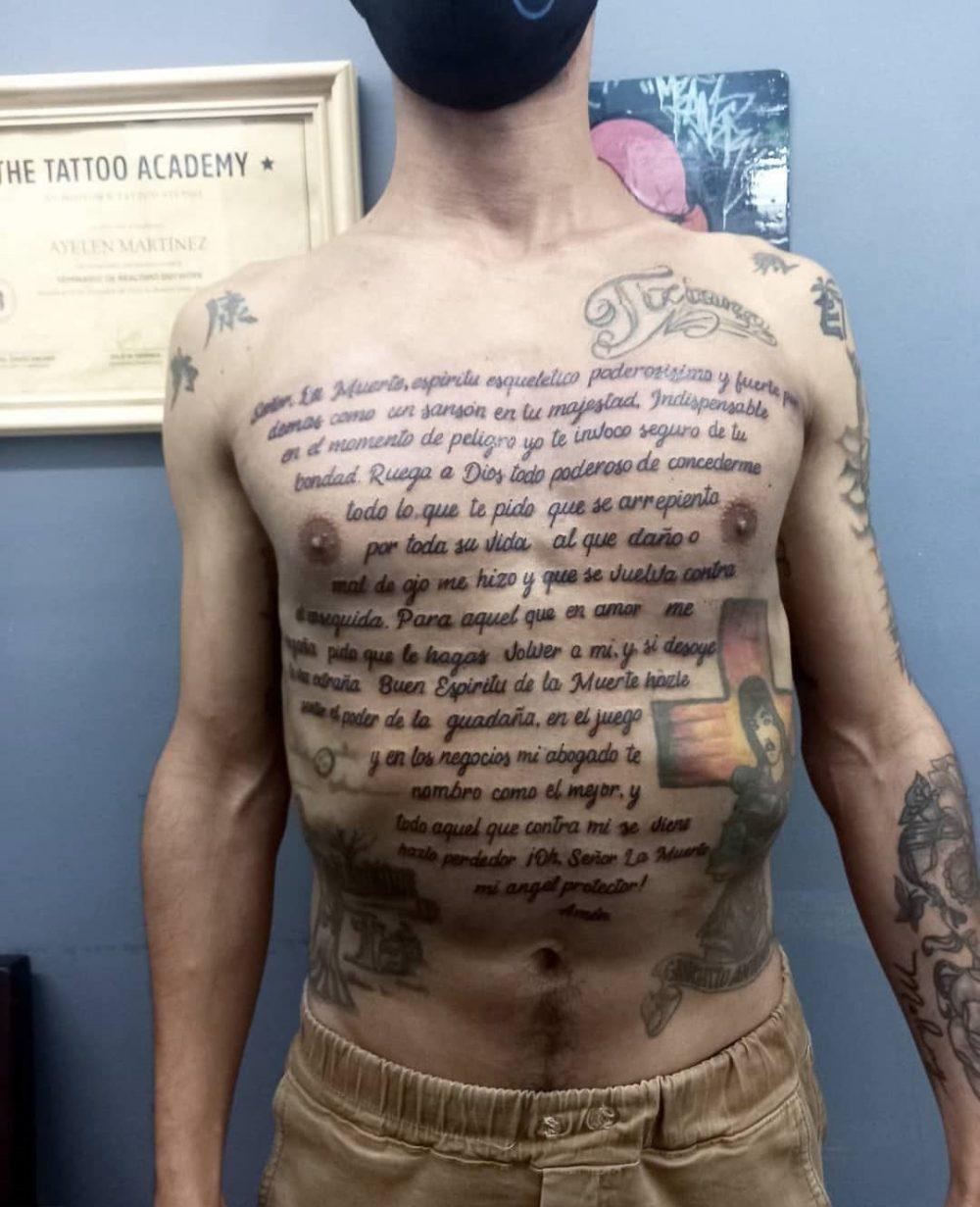 Creo que habría sido menos demigrante tatuarse el prospecto del ibuprofeno