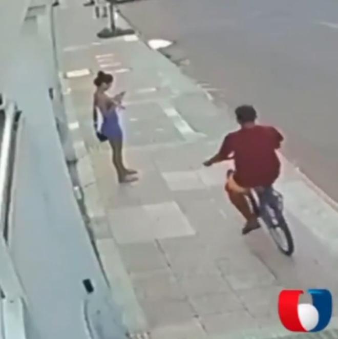 Un ladrón en bicicleta sufre el duro golpe del karma