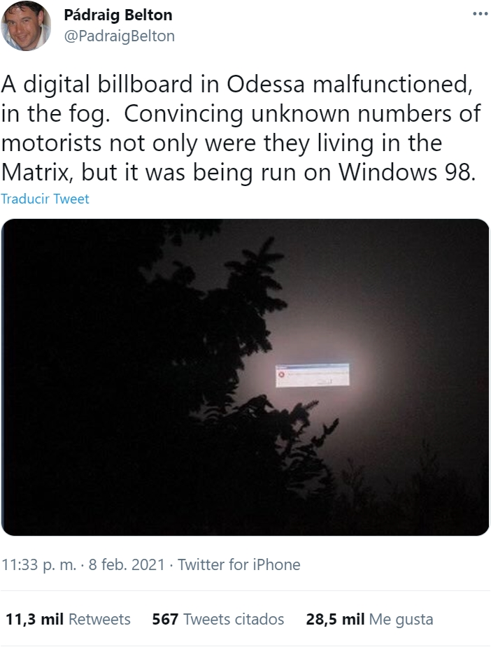 Una valla publicitaria digital en la niebla de Odessa tuvo un fallo. Un gran número de motoristas que pasaron por allí no solo pensaron que vivían en Matrix, sino que además funcionaba sobre Windows 98