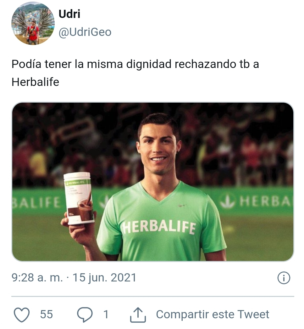 Anti-marketing: Cristiano Ronaldo desprecia dos botellas de CocaCola y las sustituye por un botellín de agua