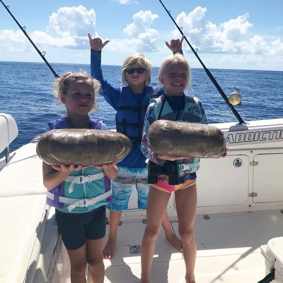 Cuando te llevas a tus hijos de pesca por el estrecho