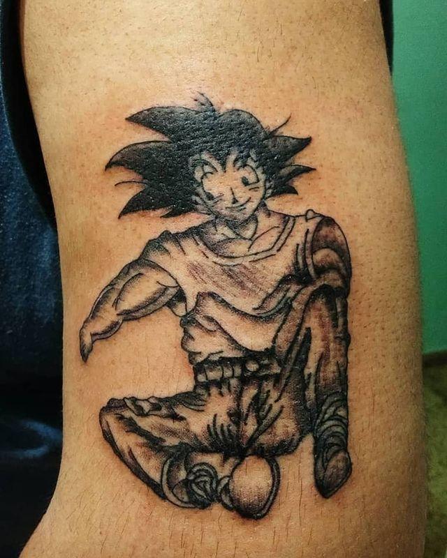 Fantástico tatuaje de Goku Chernobyliano