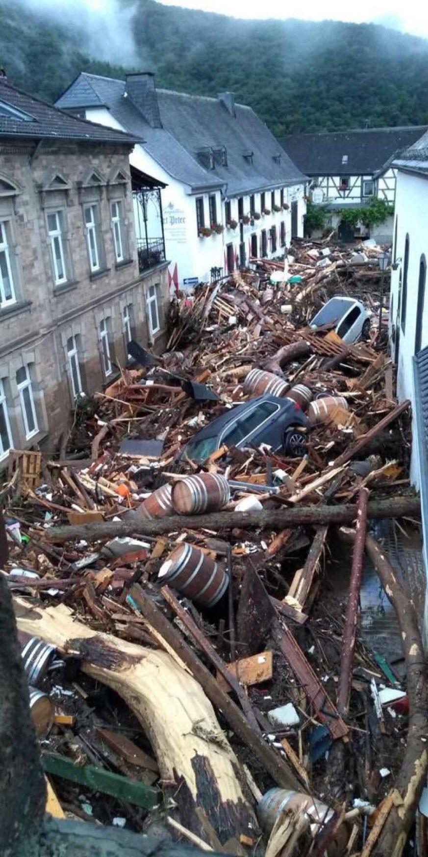 Las imágenes post-inundaciones de Alemania son como si los Ingleses hubieran celebrado allí el paso a la final de la Eurocopa...