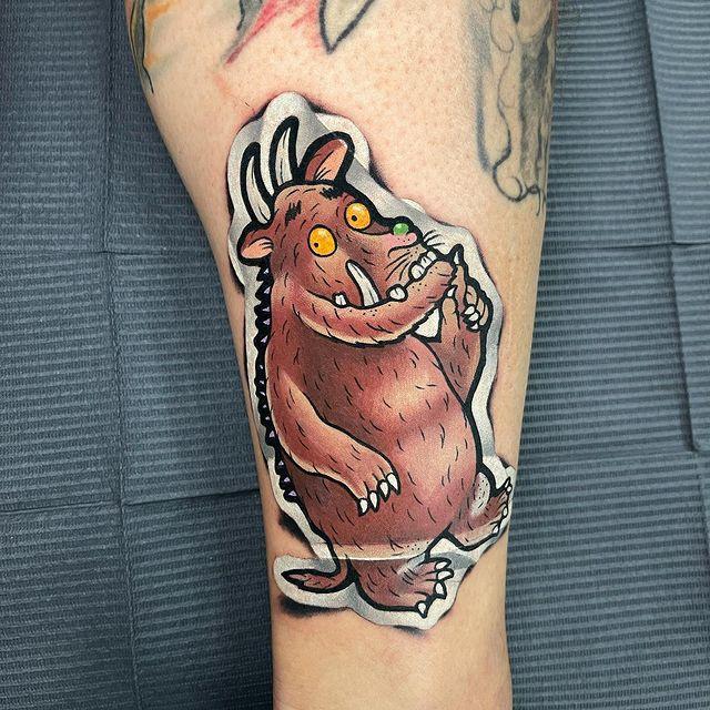 Mr. Sticker Tattoo: el tatuador especializado en hacer que sus tatuajes parezcan pegatinas