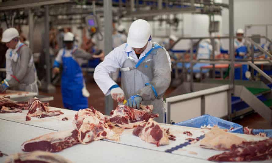 La industria alimentaria británica solicita usar presos ante su incapacidad de encontrar mano de obra tras el Brexit