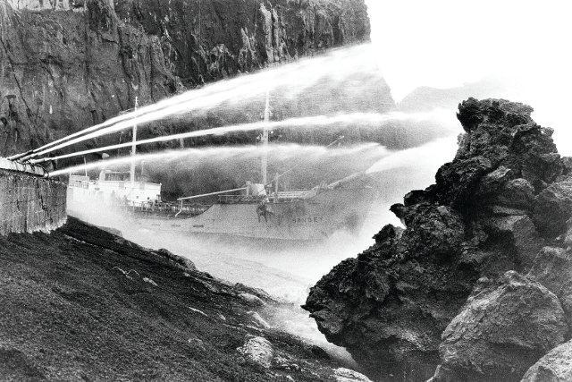 Eldfell, la erupción volcánica en la que los lugareños enfriaron y detuvieron el avance de la lava con agua de mar